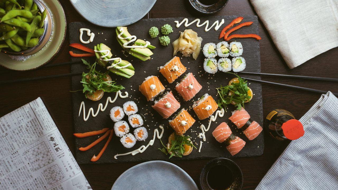 生冷食物配圖:日式料理壽司一盒