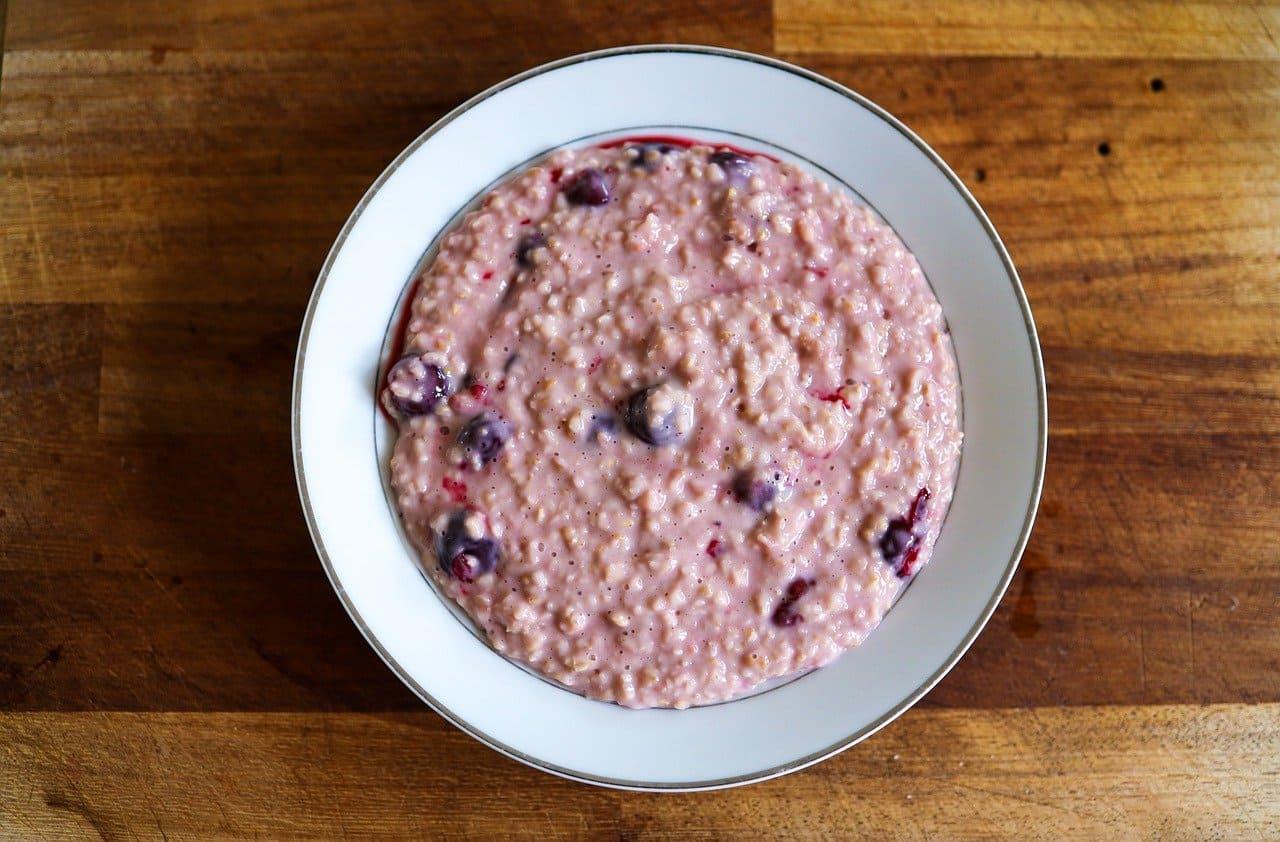 坐月子喝什麼?療癒甜湯:銀耳蓮子湯、紅豆薏仁紫米粥配圖