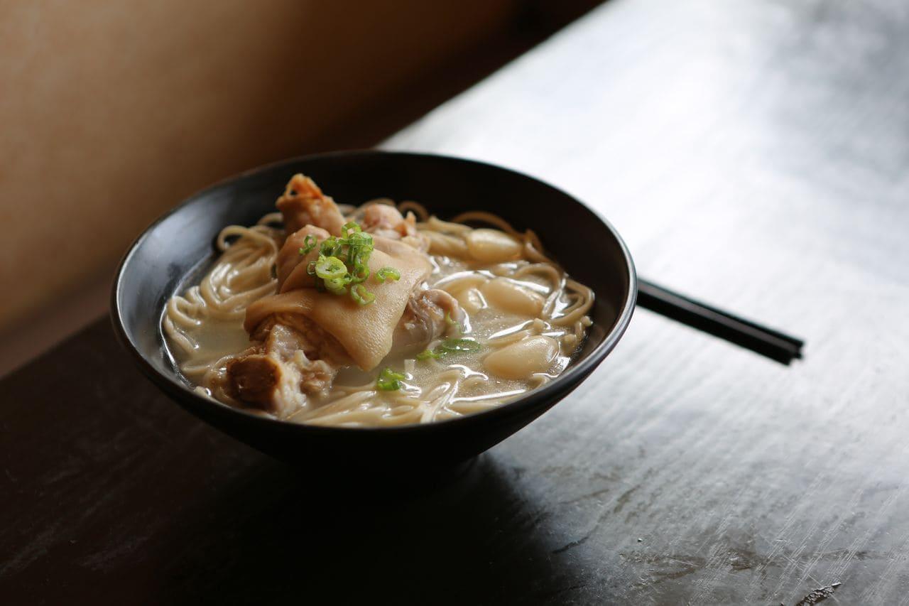 坐月子喝什麼?食補調理:生化湯、滴雞精、杜仲湯配圖