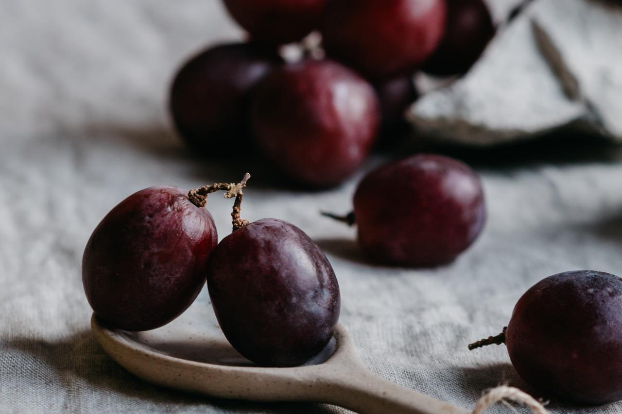 為什麼會月經滴滴答答?要吃什麼排比較乾淨?配圖:葡萄